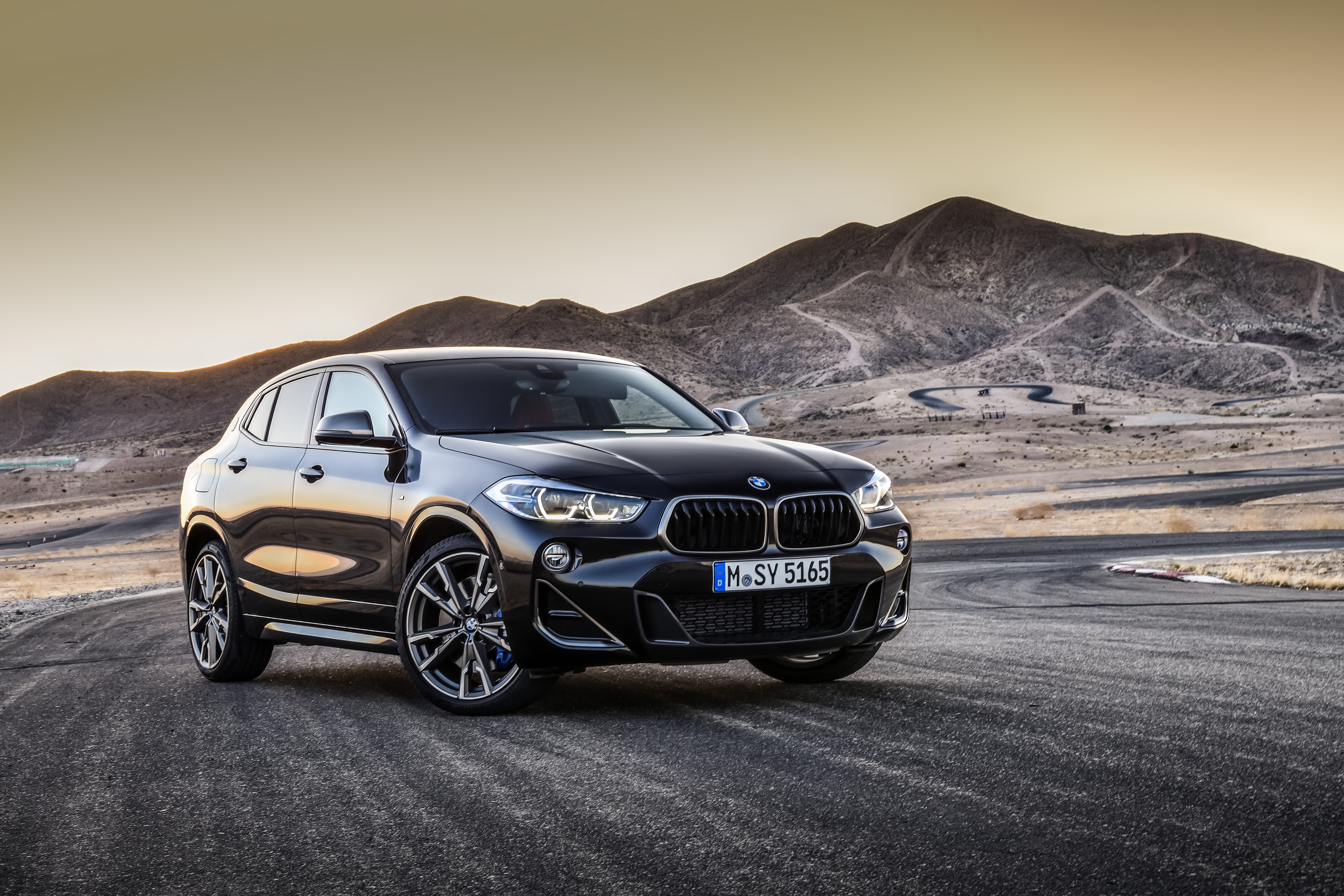 P90320367_highRes_the-new-bmw-x2-m35i-
