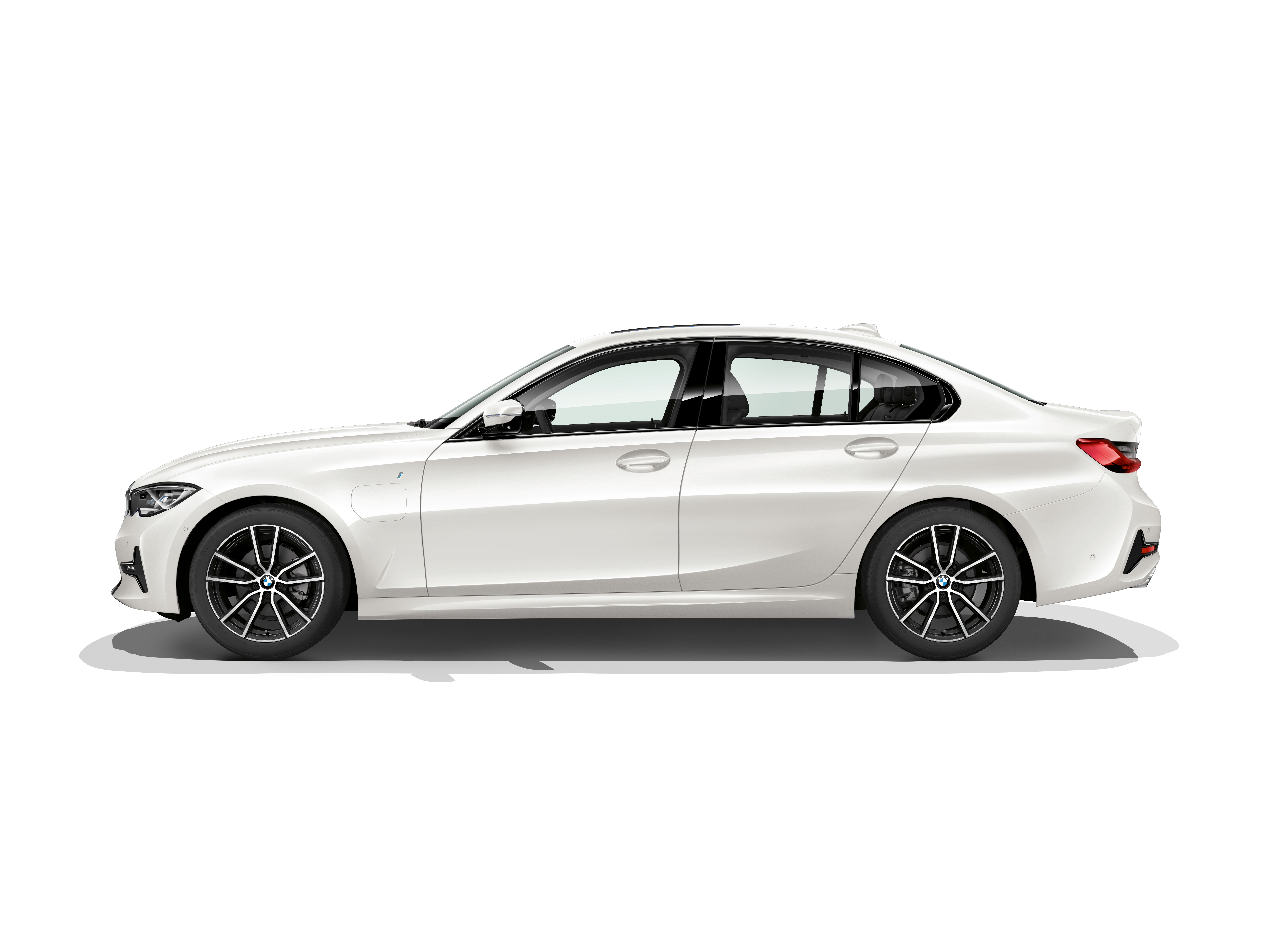 P90323742_highRes_the-all-new-bmw-330e